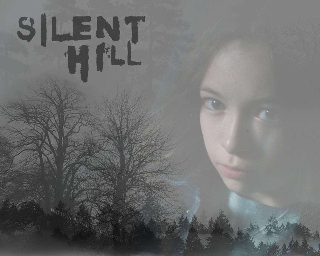 Jodelle Ferland - Silent Hill Mist